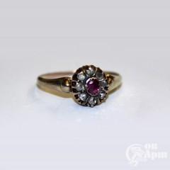 Кольцо малинка с алмазами и рубином природным